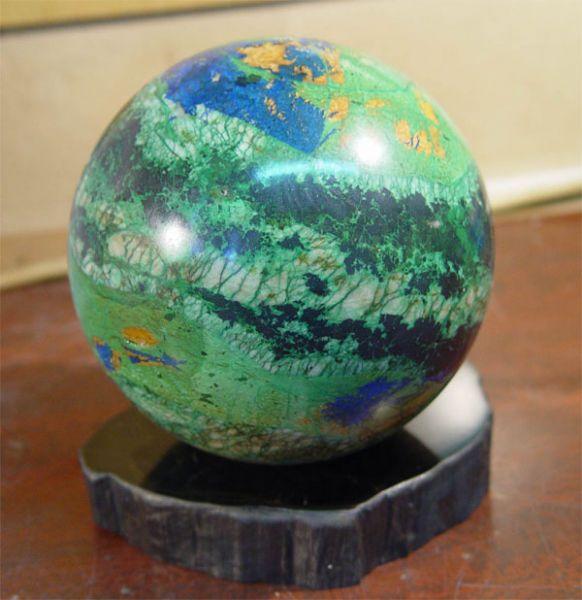 Сувениры из природного камня, камнесамоцветное сырьё и минералы.